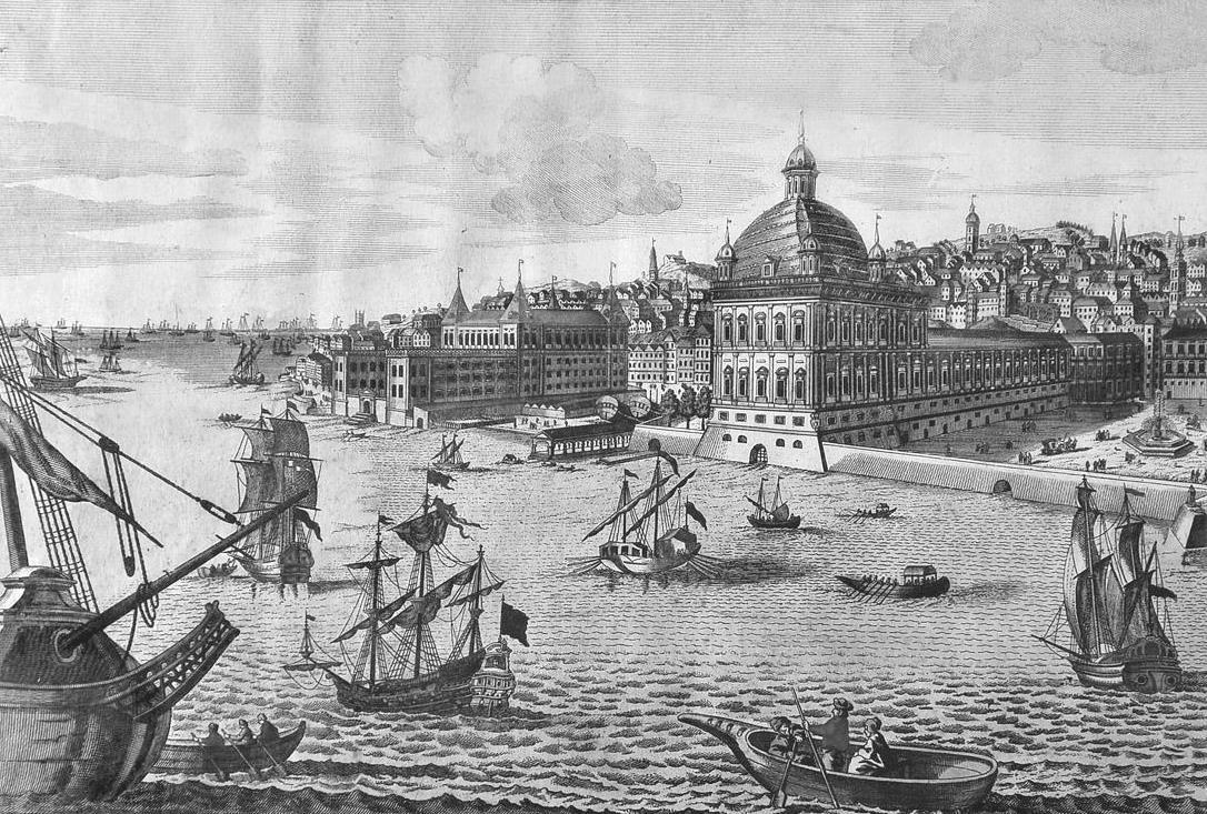 Palácio dos Duques de Aveiro do lado esquerdo da imagem