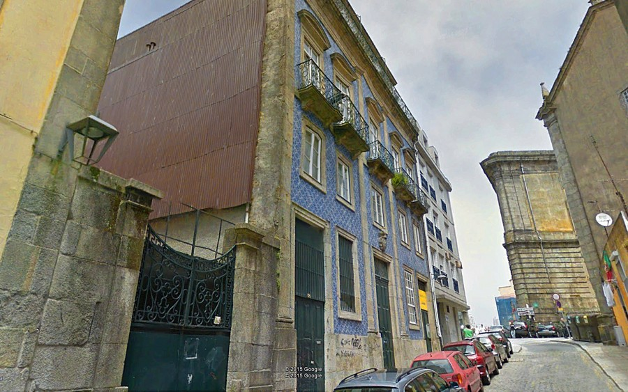 Casa brasonada na Rua das Taipas