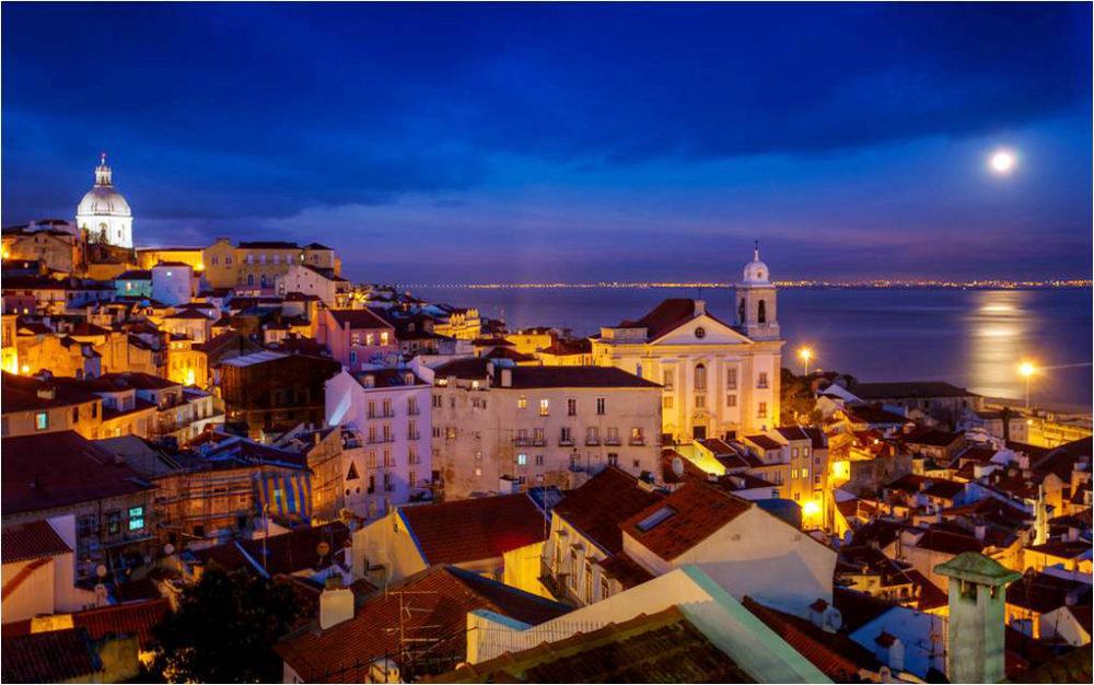 Ruelas de Lisboa ©Joe Daniel Price