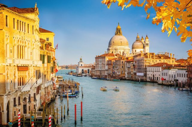 Os 16 melhores lugares europeus para visitar no Outono (2 são em Portugal)