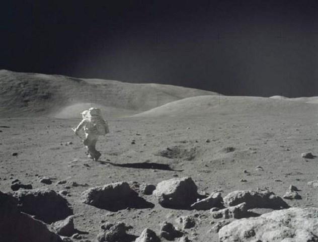 segredos estranhos sobre a Lua