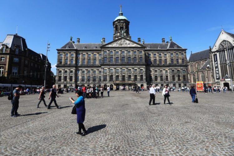 Praça Dam em Amesterdão, Holanda