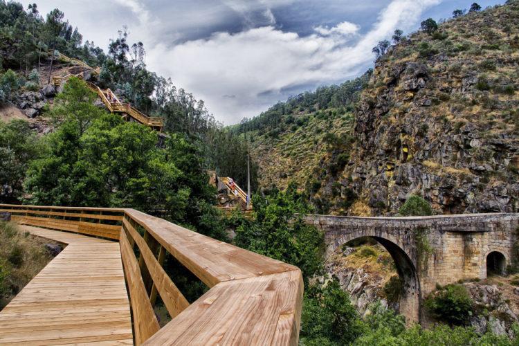 Passadiços do Paiva: a Ponte com chão transparente já está em construção