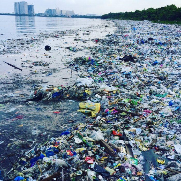 poluição provocada pelo plástico