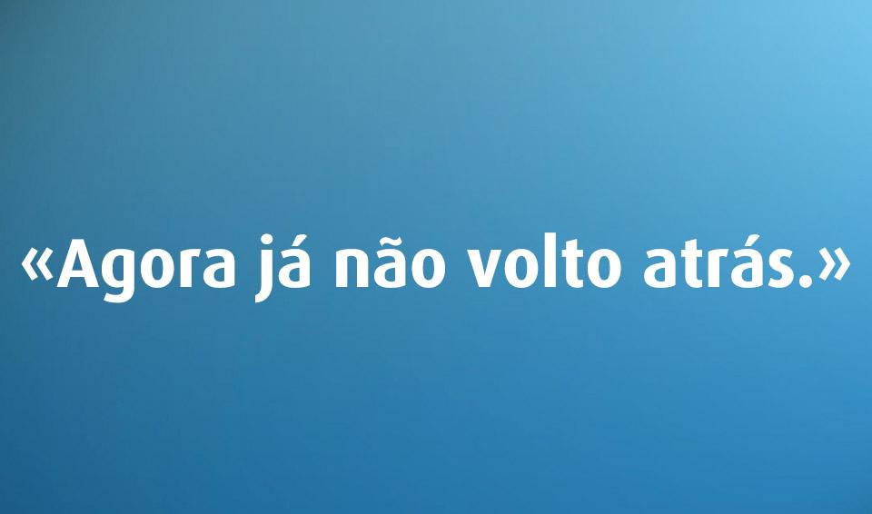 Voltar atrás é ou não erro de português?