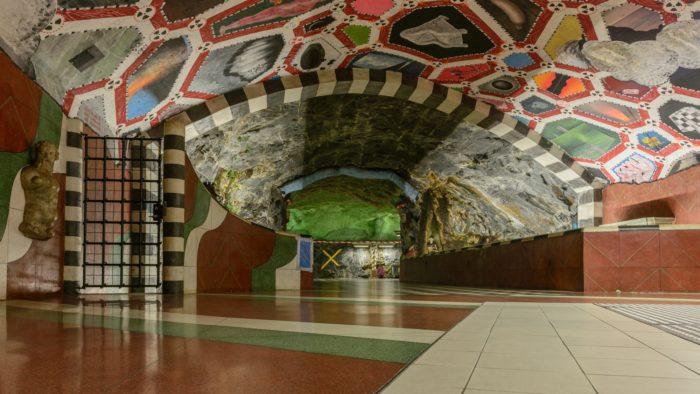 17 Estação de Kungstradgarden, Estocolmo, Suécia - © Wikimedia Commons