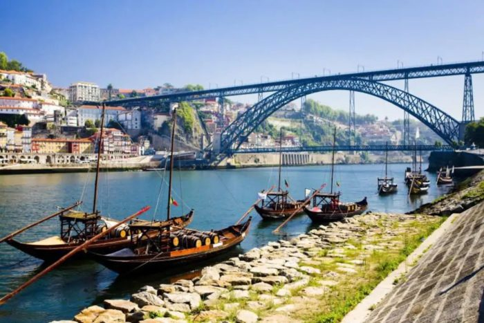 Oporto Douro Floating House