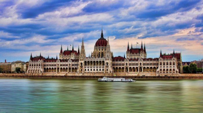 Parlamento de Budapeste - 30 Lugares Famosos do Mundo