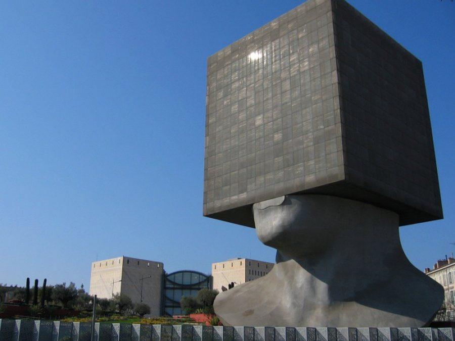 Biblioteca Louis Nyusera, Niza