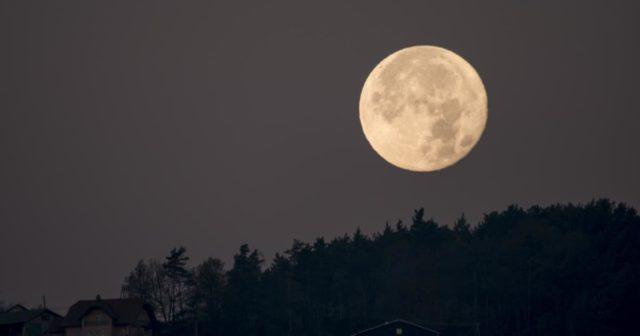 «A lua está maior» é erro de português?