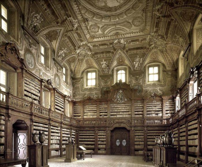 Biblioteca Estadual Oratoriana Girolami, em Napoli, na Itália