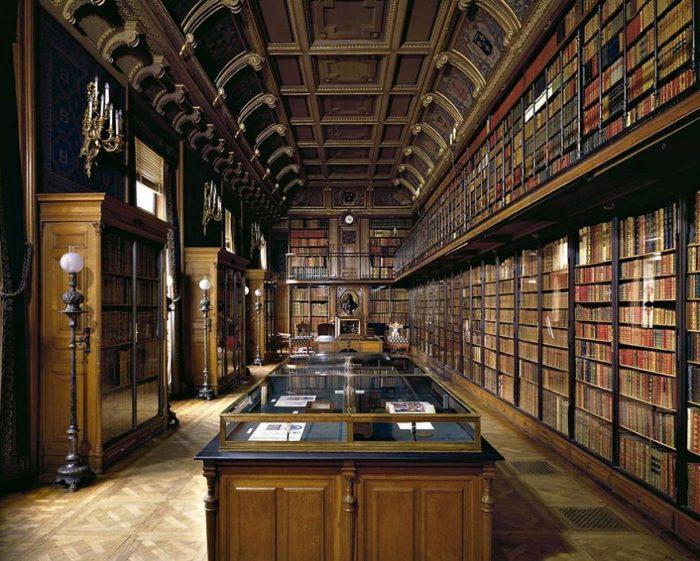 Biblioteca de Duque D'aumale, Sicília, Itália
