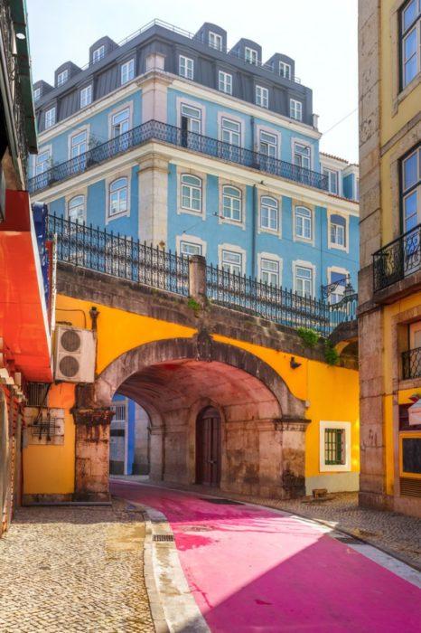 Rua Nova do Carvalho em Lisboa, Portugal