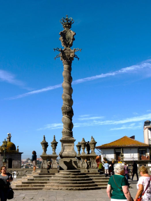Porto: o Falso Pelourinho e a Torre Medieval