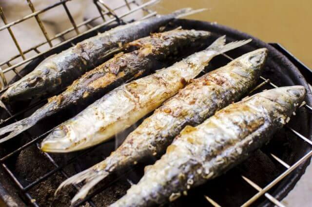 Aprenda a fazer deliciosas sardinhas assadas na brasa