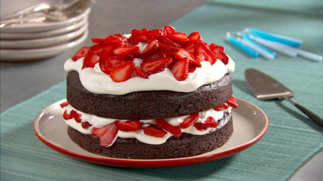 bolo de chocolate com chantilly