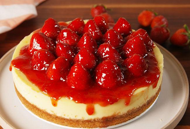 4 receitas de cheesecake de morango irresistíveis