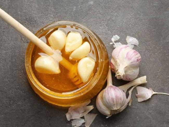 comer mel e alho em jejum