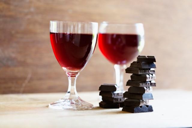 Vinho tinto e chocolate preto