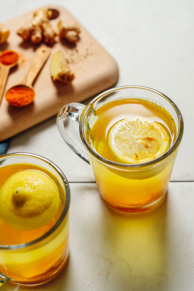 beber água de limão com açafrão