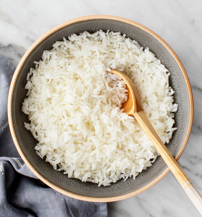 Aprenda a fazer arroz branco seco