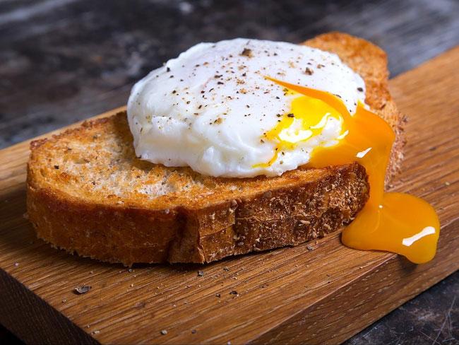 erros comuns ao cozinhar ovos
