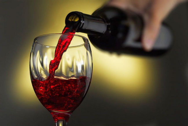 vinho tinto faz bem aos dentes