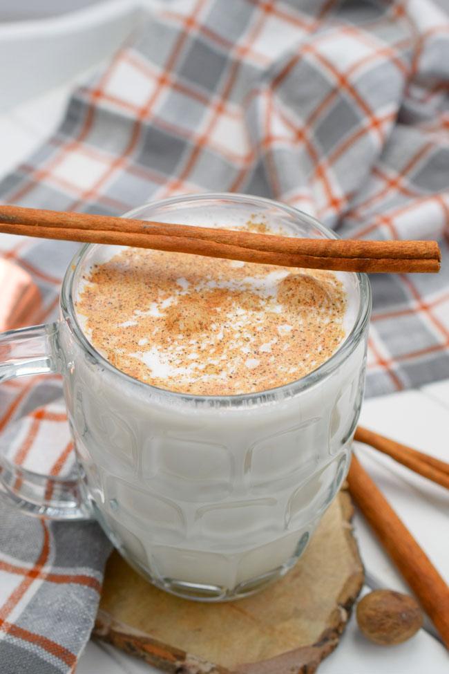 beber leite com canela