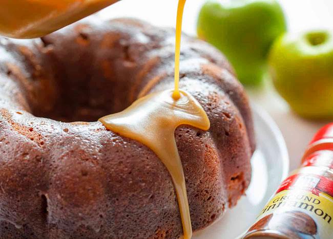3 receitas de bolo de maçã com creme de ovos irresistíveis