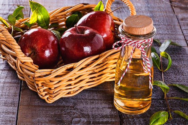 lavar o rosto com vinagre de maçã