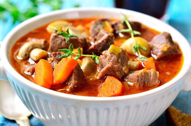 carne estufada tenra e macia
