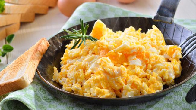 Aprenda a fazer ovos mexidos