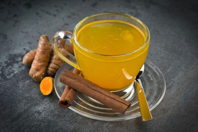 benefícios surpreendentes do chá de açafrão
