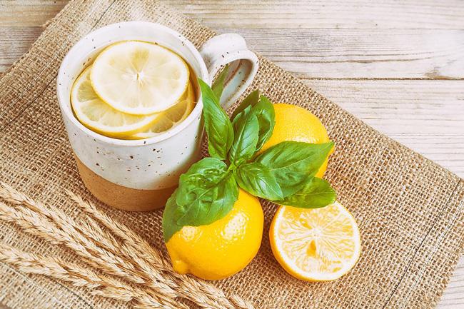 melhor forma de beber água com limão
