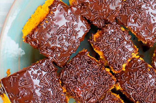 bolo de cenoura e chocolate muito fofinhas