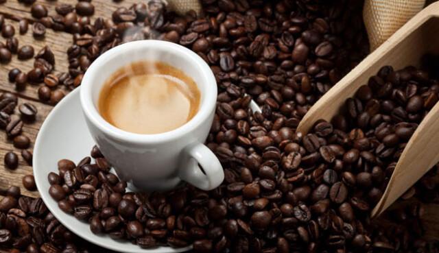beber café de estômago vazio