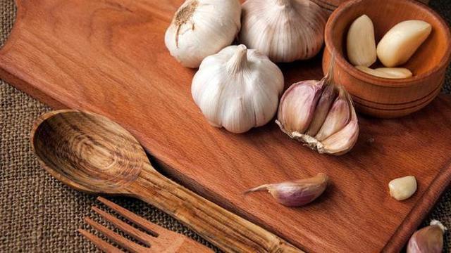 usar o alho na cozinha