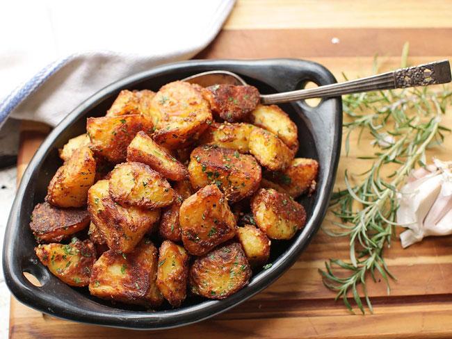 Como fazer batatas assadas