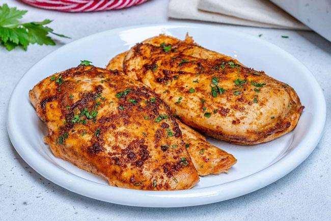 Aprenda a temperar frango para assar