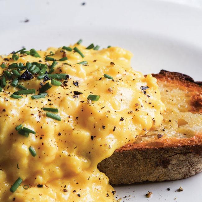 fazer ovos mexidos como um mestre