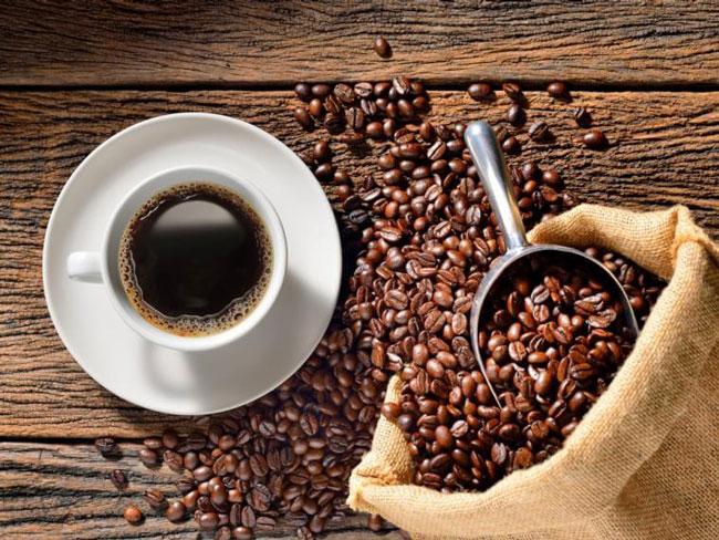 Beber café moderadamente reduz risco de cancro do fígado