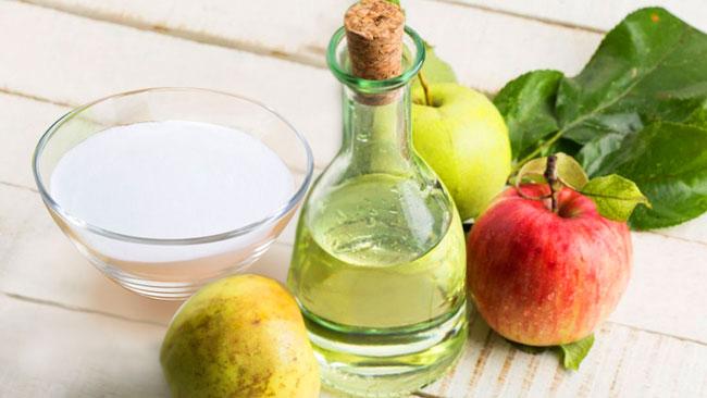 Bicarbonato de sódio e vinagre de maçã para lavar o cabelo