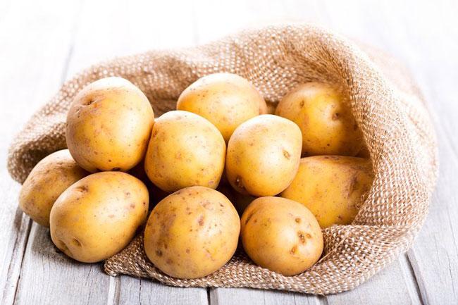 Faça batatas assadas