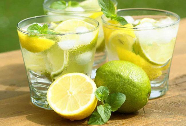 Beber água com limão ajuda a perder peso