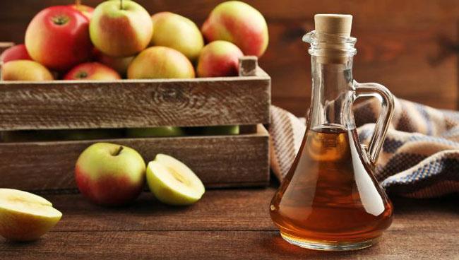 lavar o cabelo com vinagre de maçã faz bem
