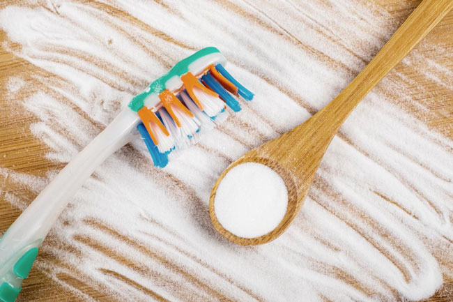 bicarbonato de sódio clareia os dentes