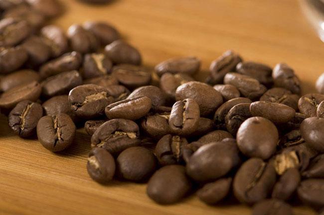misturado com café alivia a dor de cabeça