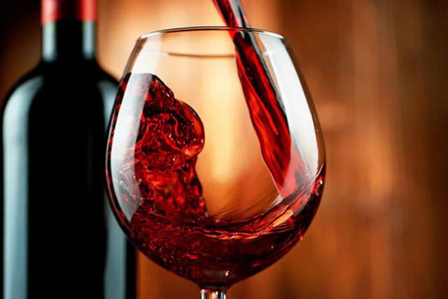vinho tinto com antibiótico