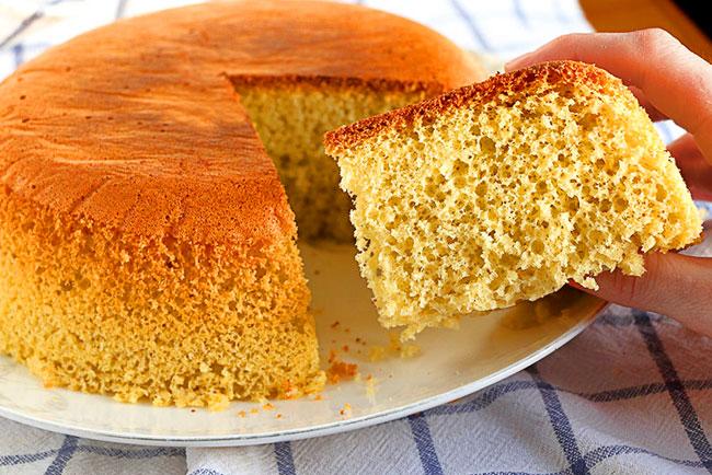 bolo simples e fofo com 3 ingredientes