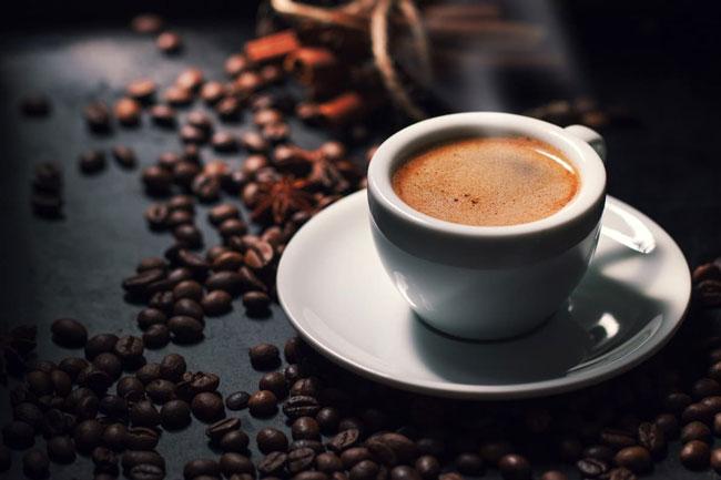 Bebe café mas depois não dorme